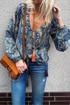 fall outfit ideas / pattern print blouse