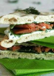 Sandwich suédois au saumon fumé fromage frais et aneth