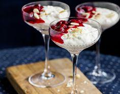 Juledesserten riskrem med ekte vanlije og lun kirsebærsaus fra Bent Stiansen. Tableware, Dinnerware, Dishes