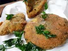 Mazze di tamburo impanate e prezzemolo fritto (Mazze di tamburo breaded and fried parsley)