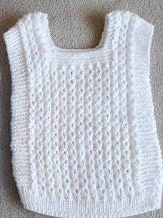Chalecos Pechitos De Lana Bebé Nuevos! - $ 550,00 en Mercado Libre Poncho Knitting Patterns, Baby Cardigan Knitting Pattern, Knitted Poncho, Girls Sweaters, Baby Sweaters, Crochet Baby, Knit Crochet, Knitting Basics, Baby Dress Design