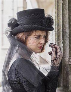 Victorian Style Hats, Bonnets, Caps, Patterns Gothic Equestrienne Top Hat La Femme $49.95 AT vintagedancer.com