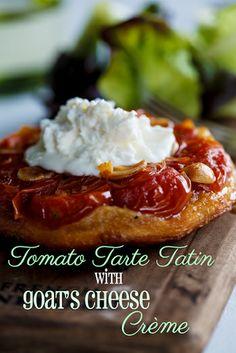 Tarte Tatin de tomates cerises avec crème de fromage de chèvre.