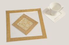 Table Mat : Golden I Silver