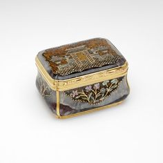Gold-mounted quartz snuffbox inlaid with gold, burgau shell and composition; Heinrich Taddel, Dresden, ca.1750