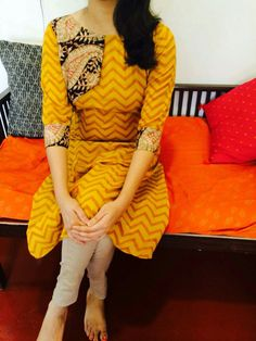 Salwar Suit Neck Designs, Churidar Designs, Dress Neck Designs, Blouse Designs, Indian Designer Outfits, Indian Outfits, Indian Dresses, Designer Dresses, Kurtha Designs