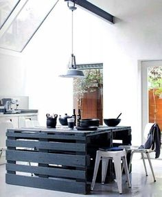 This pallet kitchen table is like the whole world of beauty for your house. This is the great idea for those who have the big kitchen area which giving a lot of space. In the kitchen, you will sit and have a lovely time. This will offer the seating space with its creative chairs.