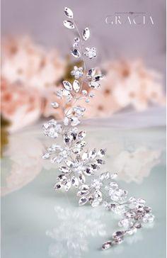 Crystal bridal headpiece - wedding hair vine  #topgraciawedding #bridalhair #bridalhairflowers #weddingheadpiece #bridalheadpiece #rhinestoneheadpiece #promheadpiece