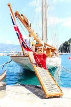 Take A Catamaran Sailing Charter – Room Enough To Move Around Classic Sailing, Classic Yachts, Sailing Cruises, Sailing Yachts, Yacht Boat, Cruise Italy, Sailing Holidays, Sailing Adventures, Boat Rental