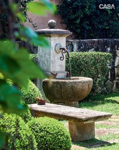 Jardim toscano possui cores, texturas e aromas típicos italianos - Casa Stone Bench, Garden Fountains, Small Fountains, Garden Art, Garden Design, Garden Pond, Garden Gates, Water Garden, Garden Features