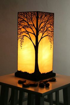 ▷ cool ideas on how to make lanterns- ▷ coole Ideen, wie Sie Laternen basteln können angular lanterns made of paper, small table, tree, lamp - Stained Glass Lamps, Stained Glass Projects, Stained Glass Patterns, Stained Glass Windows, Mosaic Glass, Fused Glass, How To Make Lanterns, Lamp Design, Design Design