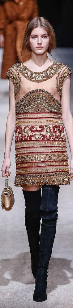 Alberta Ferretti Fall 2015 Ready-to-Wear Collection Photos - Vogue Runway Fashion, High Fashion, Fashion Show, Milan Fashion, Fashion Women, Vogue, Style Haute Couture, Italian Fashion Designers, Milano Fashion Week
