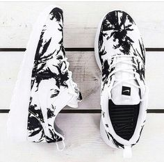 I want these!! Palm tree Nike Roshe run shoes