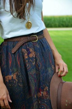 How to wear a long skirt? - In the article we will show you how to wear a long skirt. Modest Fashion, Boho Fashion, Fashion Outfits, Fashion Apps, Fashion Styles, Retro Fashion, Girl Fashion, Fashion Trends, Womens Fashion Online