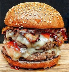 Burger with 2 short Rib Patties, treacle Bacon, Mozzarella cheese , strawberry Jelly and Bone Marrow Butter❤✅ TAG YOUR FRIENDS Gourmet Burgers, Burger Recipes, Beef Burgers, Burger Bar, I Love Food, Good Food, Yummy Food, Tasty, Food Cravings