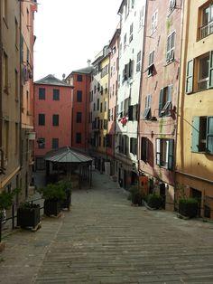 Piazza dei trogoli di Santa Brigida, Genova