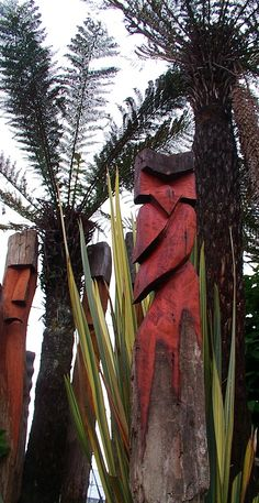 New Zealand native timber chainsaw carved garden art by Michael Walsh, Kakahi New Zealand Sculpture Art, Garden Sculpture, Chainsaw, Garden Art, New Zealand, Carving, Wood Carvings, Sculpting, Yard Art