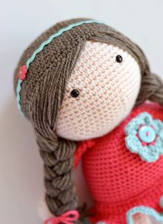Adorable crochet doll with syllable hair. Cute! What a great gift this would make for a little girl.