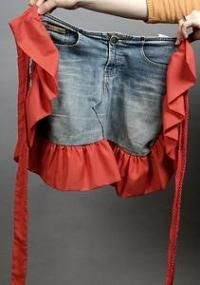 How to make a ruffled denim apron from your favorite pair of old jeans | DiyReal.com