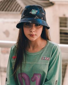 Fashion of Hats! Outfits With Hats, Cute Outfits, Looks Adidas, Urban Outfits, Fashion Outfits, Bucket Hat Outfit, Trendy Hoodies, Outfits Mujer, Cool Hats