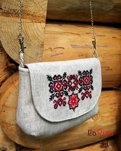 Embroidery Patterns - Embroidery Patterns And Ideas At Your Fingertips! Embroidery Bags, Embroidery Patterns, Jute Bags, Craft Bags, How To Make Handbags, Purse Patterns, Fabric Bags, Cloth Bags, Small Bags