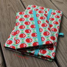 4 Freizeiten Buchhülle nähen Stoff Äpfel