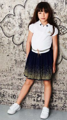 GLITTER & GLAMOUR! Op zoek naar de perfecte feestoutfit voor jouw little one? Hoe tof is deze lurex glitter rok! Heeft jouw youngster al een te gekke outfit in de kast hangen? #nono #glitter #blauw #goud #kerst #feestdagen #kinderkleding #merk #fashion #meisje #kids Geek Outfit, S Shirt, Party Looks, Lace Skirt, Tulle, Vogue, Glamour, Spring, Skirts