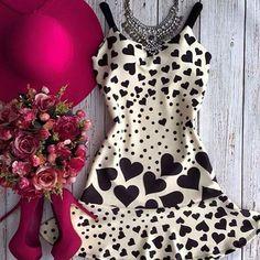 Vestido #apaixonante para inspirar e encantar no final de semana!  O contraste com acessórios nesse tom de #pink deixa ainda mais incrível! Onde encontrar? Aqui: @bonecadeloucars  #lookdodia #ootd #vestido #vestidolindo #inspiration #lookqueinspira #praficarlinda #heart #heartstamp #peb #pretoebranco #instafashion #fashiongram #dress #dresses #shape #neoprene #moda #modafeminina #EleitosDoTDG
