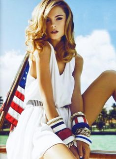 Loving this 4th of July look!! American pride expressed with jewelry, not clothes ;)