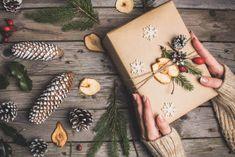 Inspirace na balení vánočních dárků - Happy Baby Christmas Wrapping, Christmas Presents, Christmas Time, Christmas Crafts, Fruit Snacks, Diy And Crafts, Wraps, Gift Wrapping, Decorations