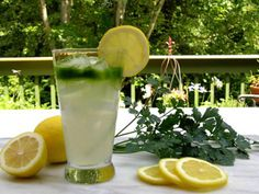 Lemon Juice w/ Parsley 1 branch of parsley 1 lemon 1 glass of water Chop or blend the parsley into small pieces, Squeeze the juice of the lemon and, together with the parsley, mix it in a glass of water. Way of consuming: You should consume this beverage in the morning on an empty stomach for 5 days straight. Make a 10-day break afterwards. Improves the process of burning calories. Parsley improves digestion and allows us to quickly get rid of retained fluids in the body.