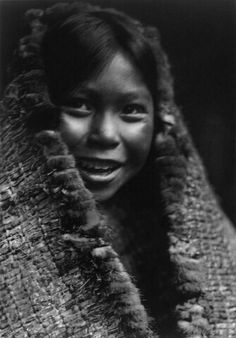 Old Photographs of Native American Indians : Clayoquot Girl. Native American Children, Native American Photos, Native American Tribes, Native American History, American Indians, Edward Curtis, First Nations, Portfolio Images, American Spirit