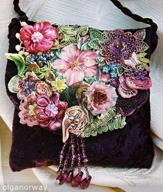 Trendy Women's Purses : Sac à main romance. Do broderie Perse on purse flap. Source by elkekramer and bags trendy Handmade Purses, Ribbon Art, Boho Bags, Silk Ribbon Embroidery, Beaded Bags, Fabric Bags, Vintage Purses, Womens Purses, Beautiful Bags