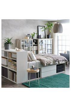PLATSA Sengestel med 2 skuffer, hvid/Fonnes, 142x244x103 cm. PLATSA seng opfylder dit søvn- og opbevaringsbehov og hjælper dig med at skabe din egen oase på meget lidt plads. Sammen med PLATSA systemet får du både plads til privatliv og alle dine ting. Studio Apartment Living, Studio Apartment Layout, Studio Apartment Decorating, Studio Living, One Bedroom Apartment, Studio Layout, Apartment Ideas, Ikea Small Apartment, Studio Apartment Storage