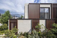 House in Tel Aviv / Bar Orian Architect Residential Architecture, Amazing Architecture, Modern Architecture, Arch House, Kirchen Design, Design Exterior, Tel Aviv, Brutalist, Simple House