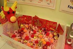 Little Tiger Growing Up: Chinese New Year Sensory Bin Sensory Tubs, Sensory Boxes, Sensory Activities, Infant Activities, Chinese New Year Activities, New Years Activities, Activities For Kids, New Year's Crafts, Crafts For Kids