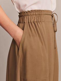 linen shirt with tie belt Muslim Fashion, Hijab Fashion, Fashion Dresses, Fashion Fashion, Fashion Details, Fashion Design, Outfit Trends, Skirt Pants, Harem Pants