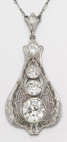 Art Deco Diamond and Platinum Necklace, circa 1920 Art Deco Jewelry, Fine Jewelry, Jewelry Design, Geek Jewelry, Jewelry Gifts, Bling Bling, Antique Jewelry, Vintage Jewelry, Bijoux Art Nouveau