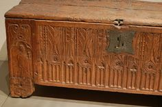 The front of the chest is decorated with Gothic windows ending in stylised leafwork. On the feet of the chest are carved people. On the left a long-bearded man with a sword and book, likely apostle Paul; on the right a praying man on his knees having a short beard.The motifs used for decoration suggest that the chest was used  for personal storage in cloister.