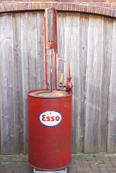 Online veilinghuis Catawiki: Esso - grote oude petroleum pomp in mooie vintage staat - circa 200 x 60 cm