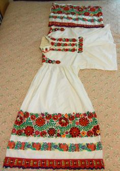 FolkCostume&Embroidery: Costume and Embroidery of Mezőkövesd, Hungary Hungarian Embroidery, Folk Embroidery, Learn Embroidery, Embroidery For Beginners, Embroidery Patterns, Folk Costume, Costumes, Stitch Head, Folklore