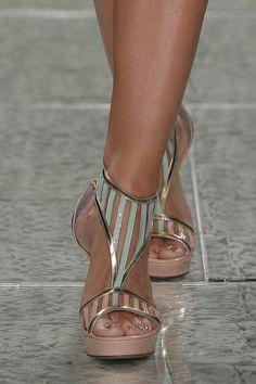 Sapatos para noivas de Luís Onofre 2014. #casamento #sapatosdenoiva #nude #verde #dourado #noivas #LuisOnofre #PortugalFashion