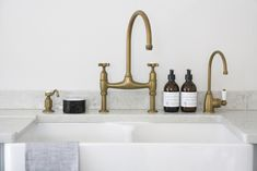 Perrin & Rowe Aged Brass Taps - Hot Tap - Large butler sink - Longford Kitchen Design - Scullery Run Antique Brass Kitchen Faucet, Best Kitchen Faucets, Brass Tap, Basin Sink Bathroom, Bathroom Faucets, Bathrooms, Butler Sink, Country Kitchen, Kitchen Remodel