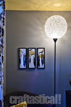 String ball lamp--cool lamp make-over for a Pinterest challenge feito com bola de praia