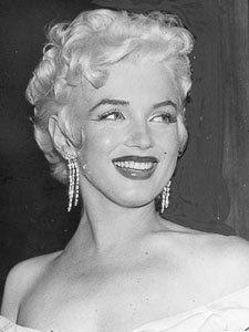 Le 1er juin 1955, a lieu la première du film The Seven Year Itch (Sept ans de réflexion) au Loew's State Theater à Times Square, New York....