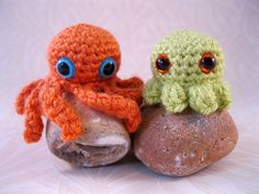 Using any colour of yarn you like, make these cute baby octopuses. Choose between one with long wiggly legs, or one with short stubby littl...