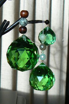∆ Feng Shui...Money Crystal Set~What's the principle behind Crystals?  Cut-glass crystals take light and send it out in all directions. Where there's light there's energy. Hang a cut-glass crystal in a window and get a rainbow of lights on the floors, walls and ceiling, amd fill the room with energy. And because of the prismatic quality of the crystals the energy is separated into manageable parts. When the new opportunities arrive they will be easy to incorporate into your life.