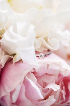 Peonies wedding ring Pfingstrosen Brautstrauß wedding Bouquet Hochzeitsorganisation www.prime-moments.com