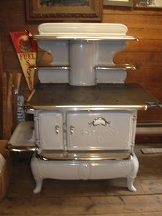 Antique Kitchen Stoves and Ranges from Barnstable Stove, Antique Coal, Wood, Kitchen and Parlor Stove Antique Kitchen Stoves, Antique Wood Stove, How To Antique Wood, Vintage Kitchen, Old Stove, Stove Oven, Vintage Appliances, Kitchen Appliances, Kitchen Triangle