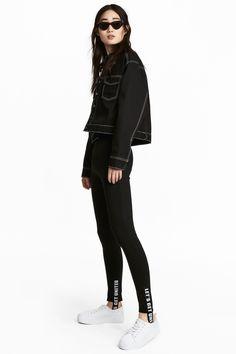 H&M leggings en punto grueso con cintura elástica y estribos.